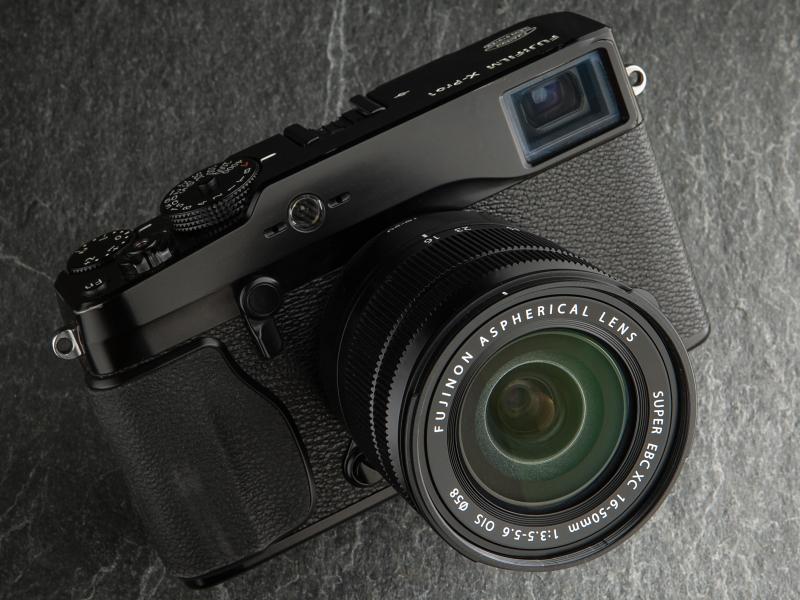 FUJIFILM X-Pro1との組み合わせ。発売は10月12日。店頭予想価格は4万円前後。