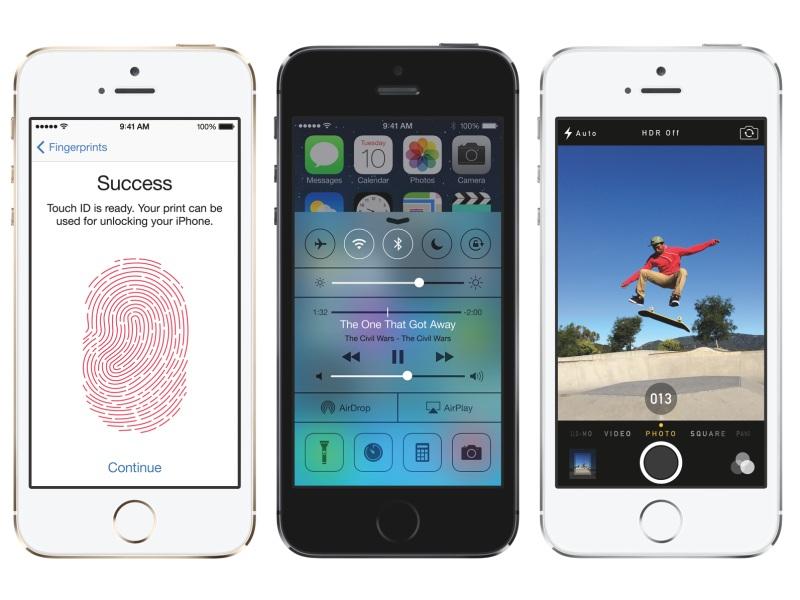 iOS 7を搭載。右がカメラ起動時。連写中