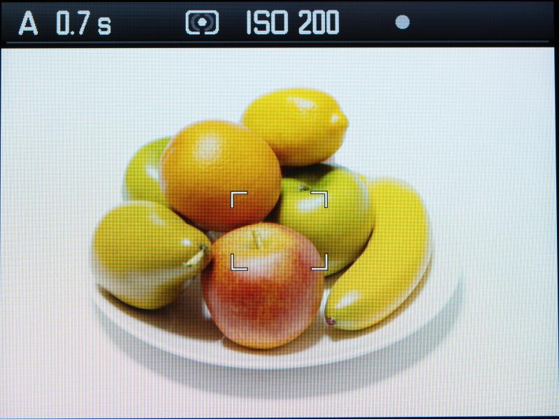 スポット。上部の情報表示の測光に注目。またライブビューやEVF使用時に、画面中央にスポット測光枠が表示される。