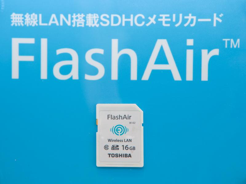 FlashAirを利用すると、デジタルカメラの画像をスマートフォンやタブレットに無線転送することができる。