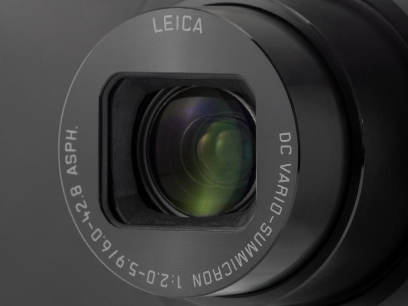 搭載レンズは28-200mm相当のライカDCバリオ・ズミクロン。開放F値は広角端がF2と明るいが、望遠端はF5.9と平凡だ。