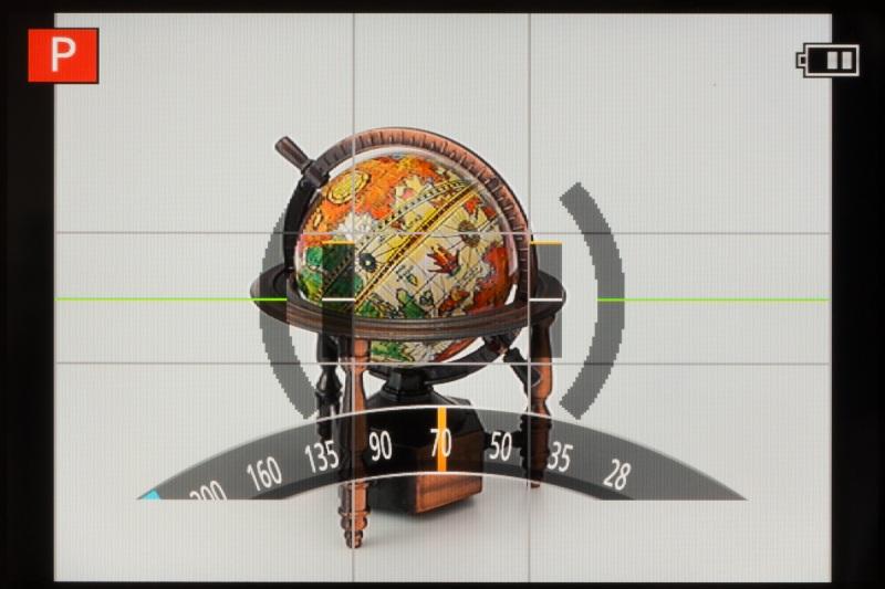 コントロールリングの機能は撮影モードによって異なり、プログラムAE時にはステップズームとなる。