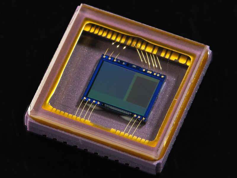 8.6万画素RGB測光センサー