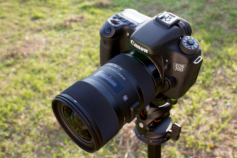 SIGMA 18-35mm F1.8 DC HSMを装着したEOS 70D。