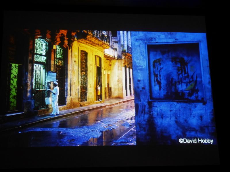 Dabid Hobby氏がキューバで撮影したブルーアワー。一眼レフのシャッター音がすれば人々が振り返っただろう、とXシリーズの静穏性をアピール