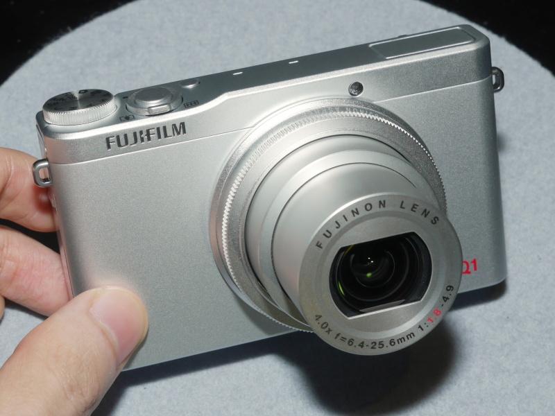 FUJIFILM XQ1(シルバー)