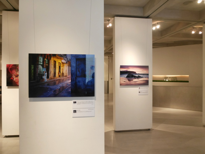 別フロアにはXシリーズを使用する写真家の作品を展示