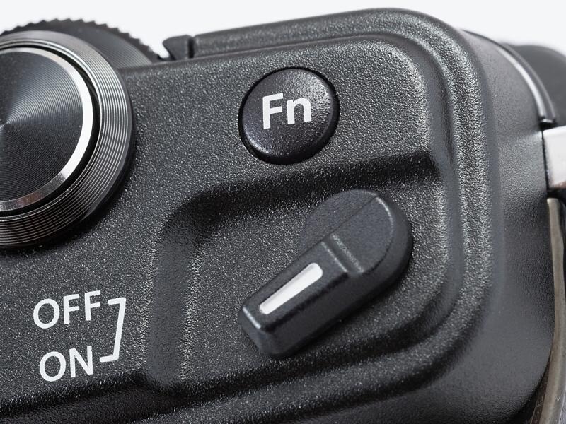 E-P3はFnボタンが上面と背面に計2個あったが、E-P5は上面のひとつだけ。その代わりにレバーが追加されているわけだ。
