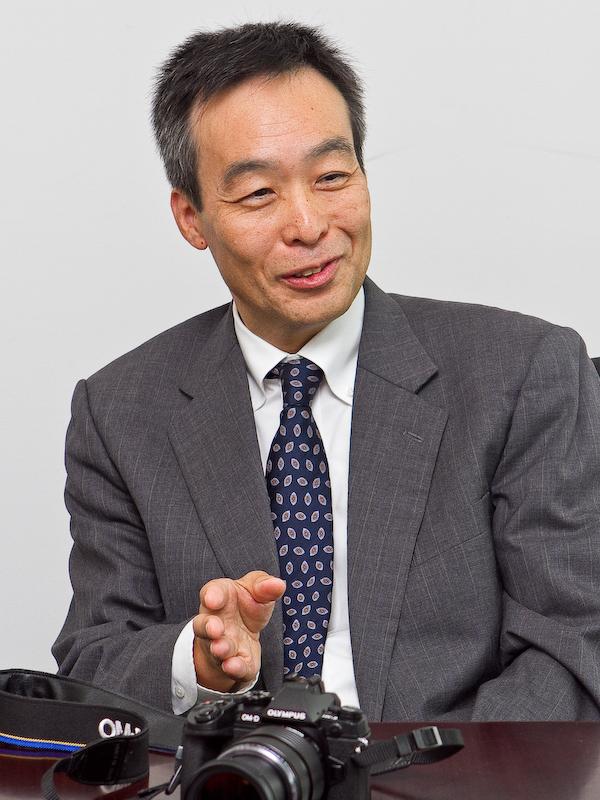 撮像素子とユーザーインターフェースを担当した鈴木隆氏。