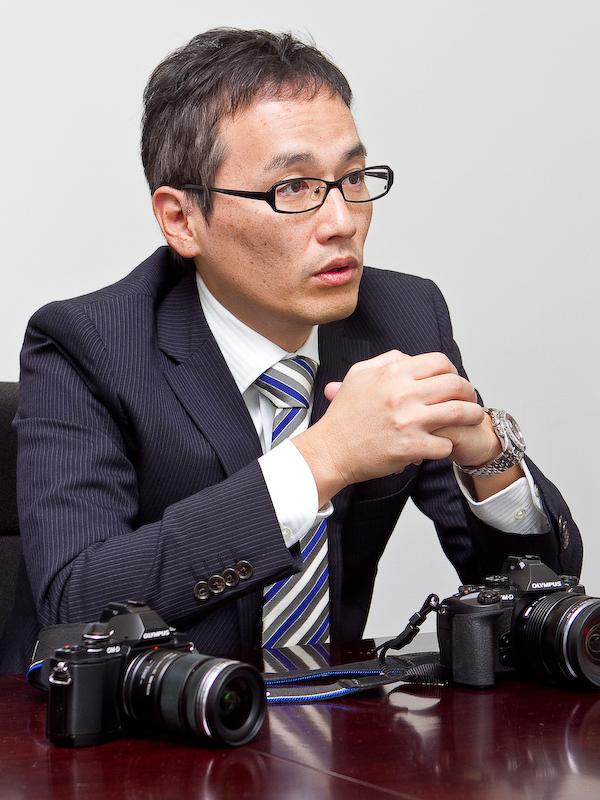 カメラの企画を担当した城田英二氏。