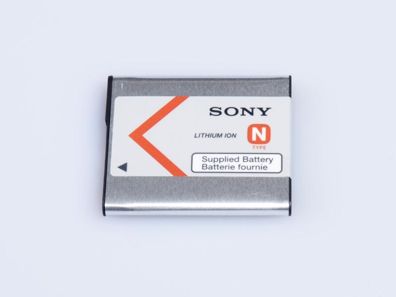 同梱のバッテリーは「NP-BN」。CIPA準拠で約220枚の撮影が可能としている