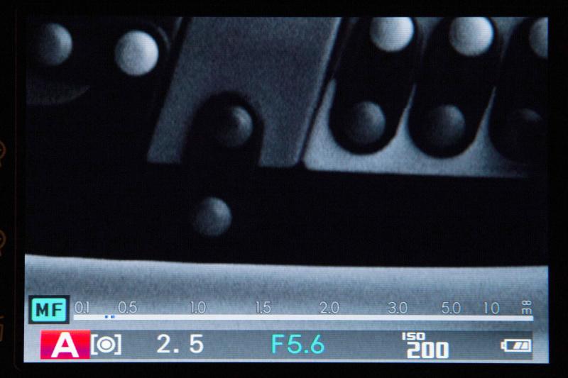 デジタルスプリットイメージは、左右にズレた4本を帯でピントを合わせる