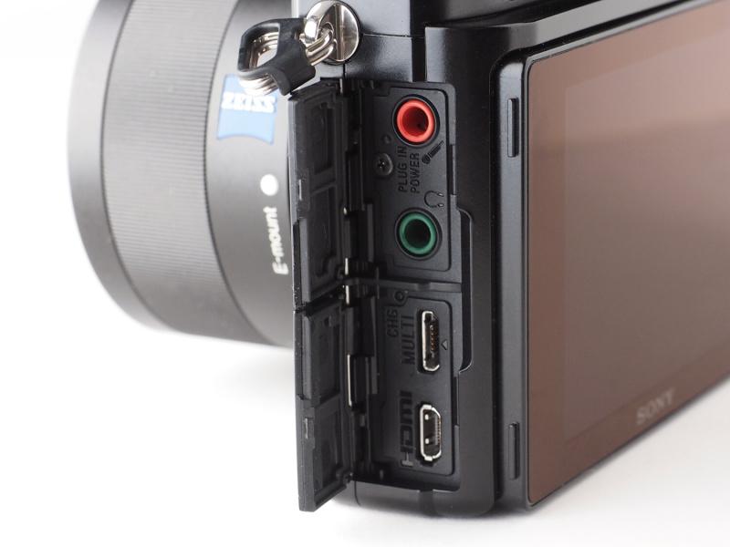 インターフェースはマイク端子、ヘッドホン端子、マイクロUSB端子、HDMIマイクロ端子が装備される。Wi-Fi機能はNFC対応のスマートフォンなら端末のタッチだけで接続することができる。