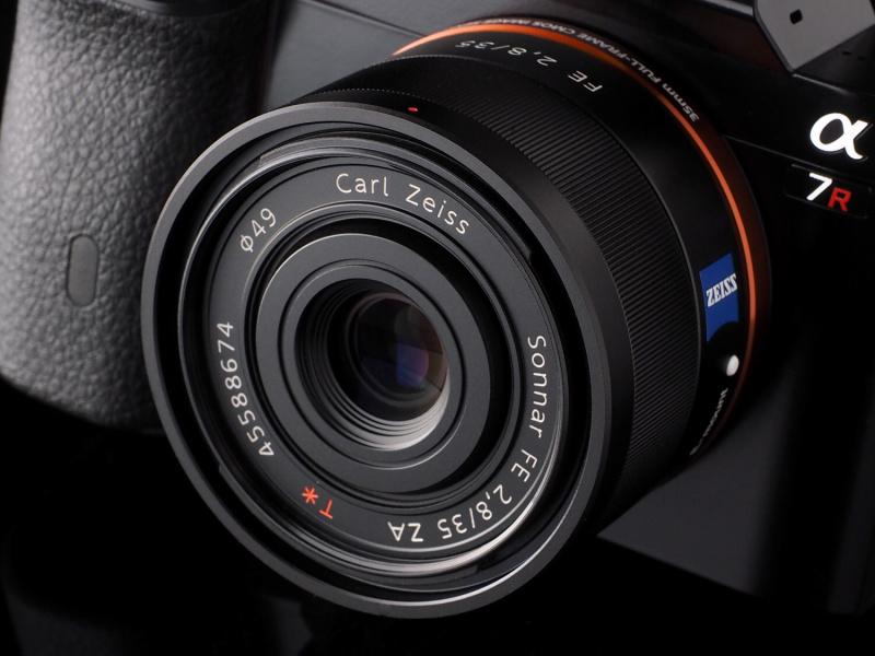 今回の試写で使用した「Sonnar T* FE 35mm F2.8 ZA」。α7Rに伴って開発されたフルサイズ対応FEレンズのうちのひとつ。ツァイスレンズの高い描写性能でα7Rの本領を発揮することができる。