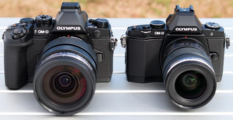 左側がE-M1に新しく発売された標準ズームレンズM.ZUIKO DIGITAL 12-40mm F2.8 PROを装着したもの。右側がE-M5に電動標準ズームM.ZUIKO DIGITAL ED 12-50mm F3.5-6.3 EZを装着したものです。