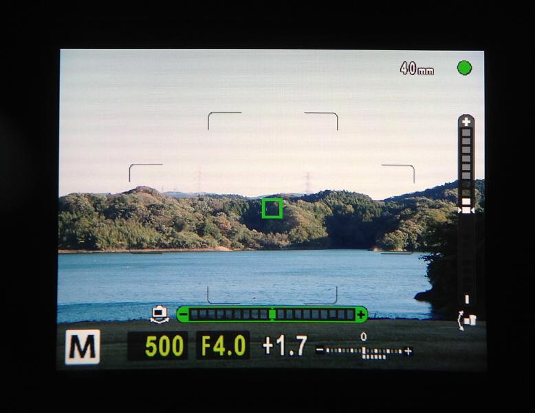 E-M1のEVF。ファンダー倍率が1.48倍とても大きくなったことでファインダーいっぱいに液晶パネルがあるという印象になりました。覗いたときの画像の見え方が明らかにE-M5とは違うことに驚かされます。画像も非常に精細で色味も自然です。