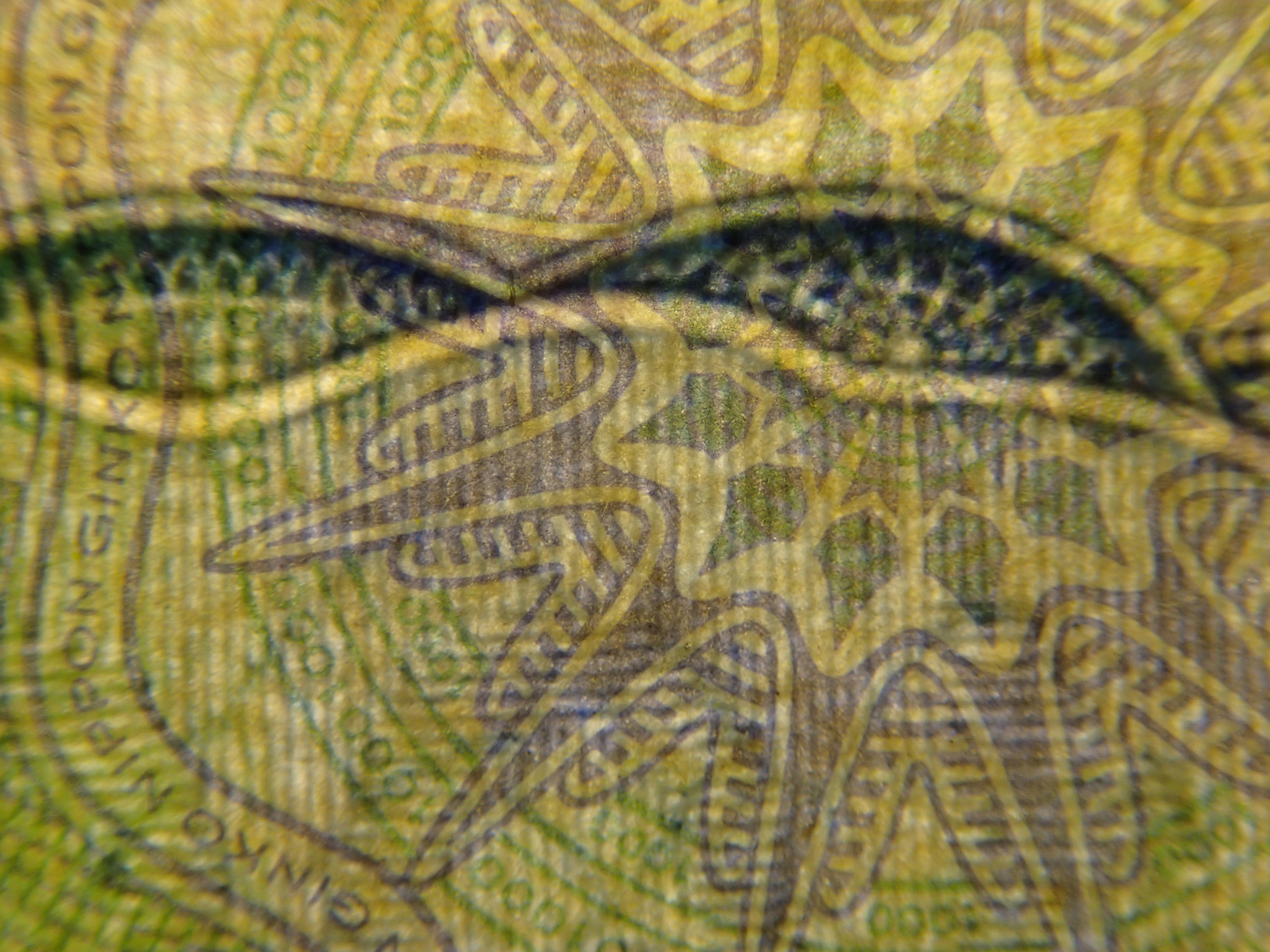 波間を漂うウニ? の用な模様は裏面の右下付近で発見。「NIPPONGINKO」や「1000」のマイクロ文字も漂っている。