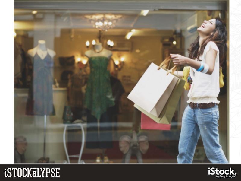 「楽しそうに買い物をする女性」の絵柄