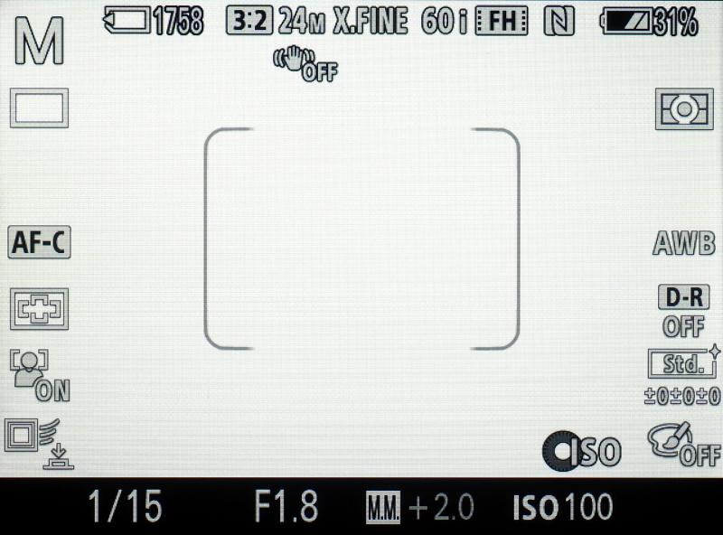 像面位相差AFとファストインテリジェントAFの併用によるファストハイブリッドAFもα7だけの特徴。「位相差AFエリア表示」でファストハイブリッドAFが可能な範囲をモニター画面上に表示できる。
