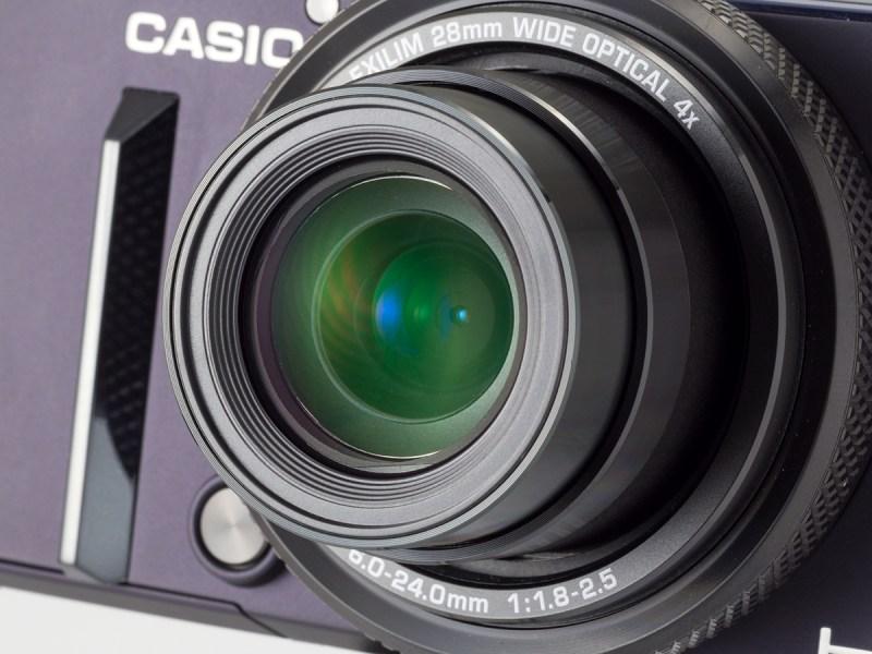 レンズは28-112mm相当F1.8-2.5。高級タイプでは定番的スペックだが画質は上々だ。