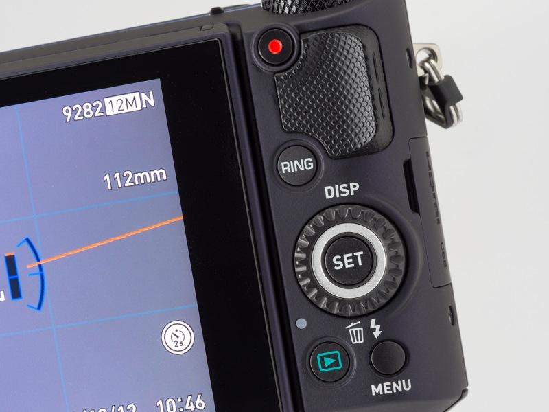 背面右手側の操作部。「RING」ボタンで「ファンクションリング」の機能の設定が行なえる。十字キーを兼ねた「コントロールダイヤル」も操作性は良好。