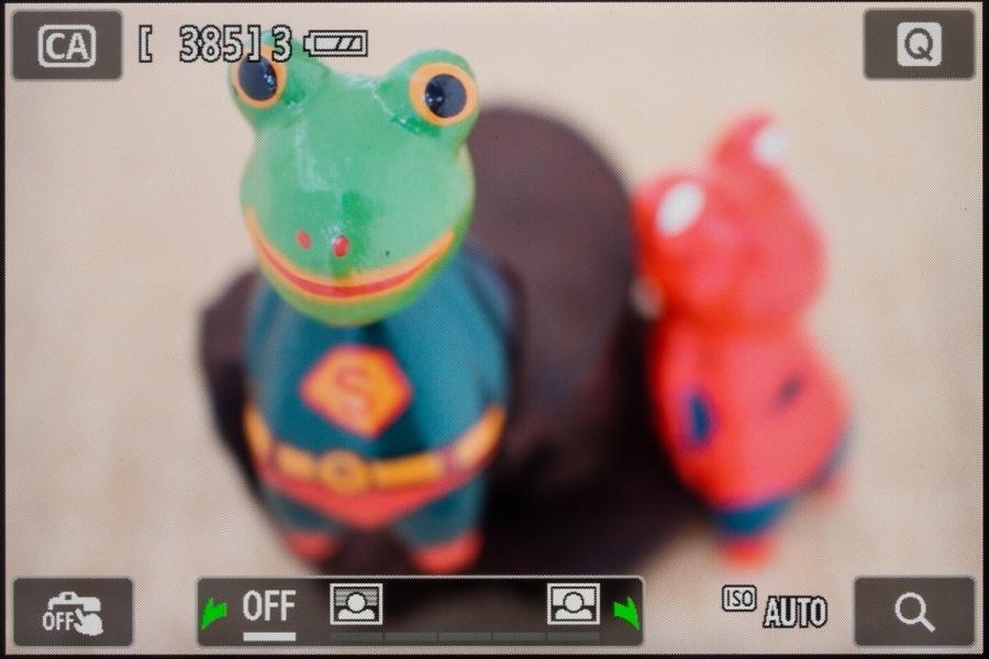 クリエイティブオートモードの画面。電子ダイヤルを回すと「背景ぼかし設定」が利用できる。