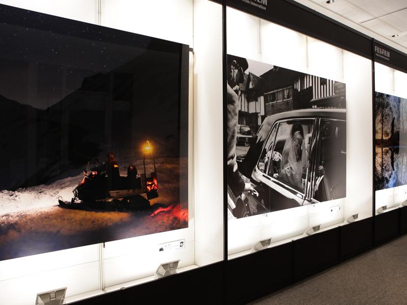 会場にはX-T1で撮影した三畳程の大きさのプリントを展示した。