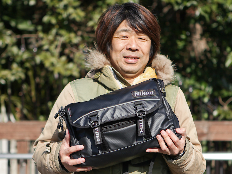 大浦氏愛用の「Nikon×MILLETアクティブメッセンジャーバッグ」。