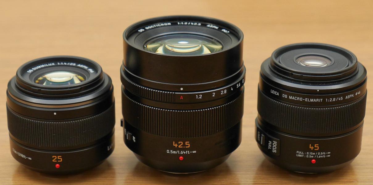 """マイクロフォーサーズのライカブランドレンズ""""三兄弟""""。左からLEICA DG SUMMILUX 25mm F1.4 ASPH.、LEICA DG NOCTICRON 42.5mm F1.2 ASPH. POWER O.I.S、LEICA DG MACRO-ELMARIT 45mm F2.8 ASPH. MEGA O.I.S"""