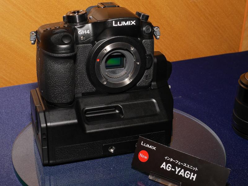 インターフェースユニットの概要。動作には外部電源の入力が必要。カメラの下に装着して使用する。