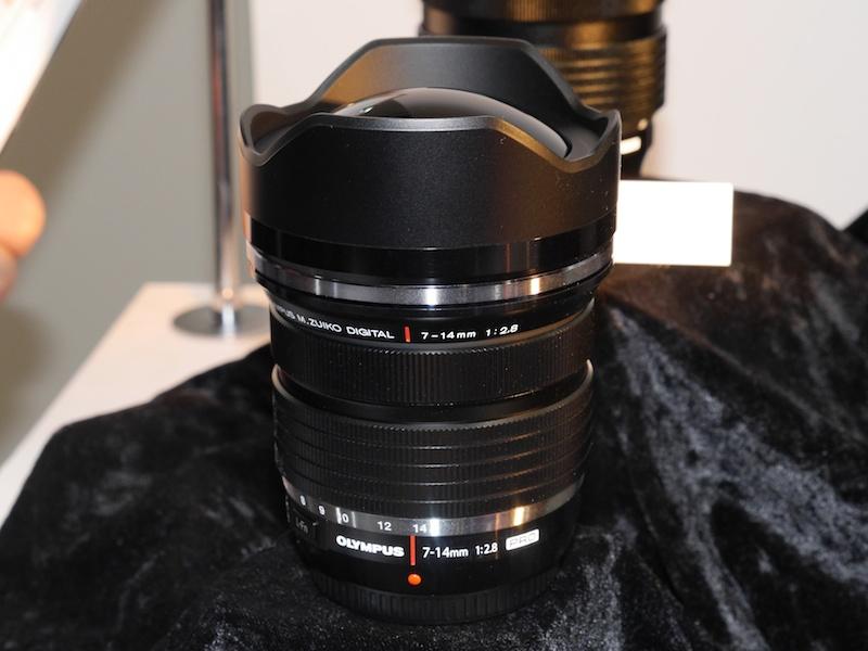 開発発表のオリンパスM.ZUIKO DIGITAL ED 7-14mm F2.8 PRO(モックアップ)