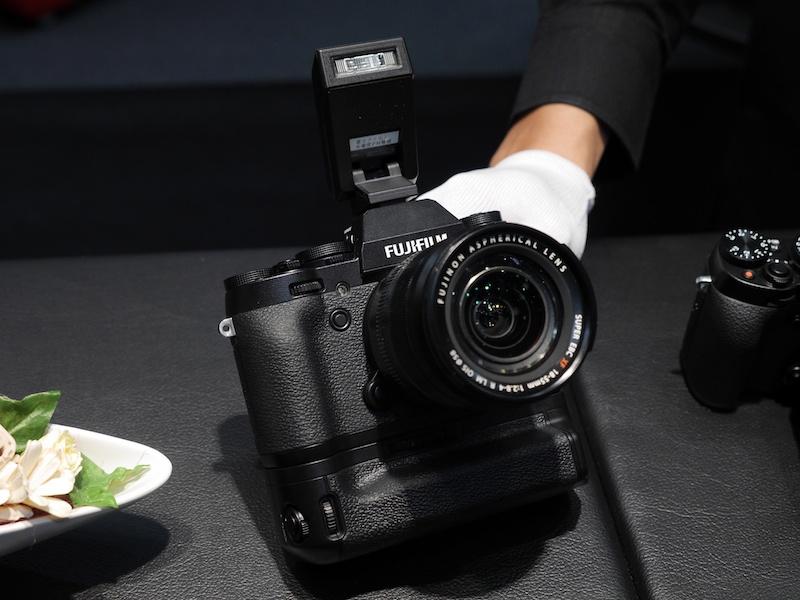 会期中2月15日に発売されるFUJIFILM X-T1