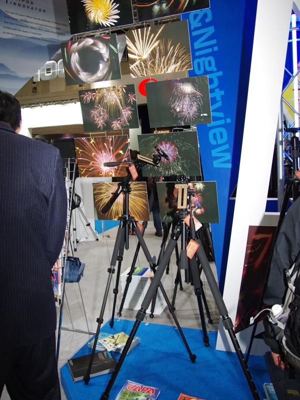 夜景・花火撮影のコーナーでは、比較的大型で段数の少ないモデルを展示していた