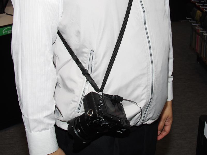 ミラーレスカメラ向けの「速写ストラップ」(仮)