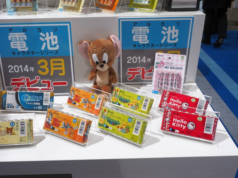 2014年3月発売予定。キャラクター乾電池。ハローキティーやONE PIECE、リラックマ、ドラゴンボールXなど、人気キャラクターのアルカリ乾電池。