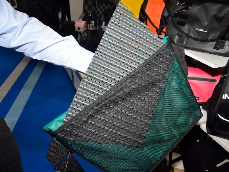 メッセンジャーとタブレットメッセンジャーには着脱可能なEVA素材のインナーが用意されている
