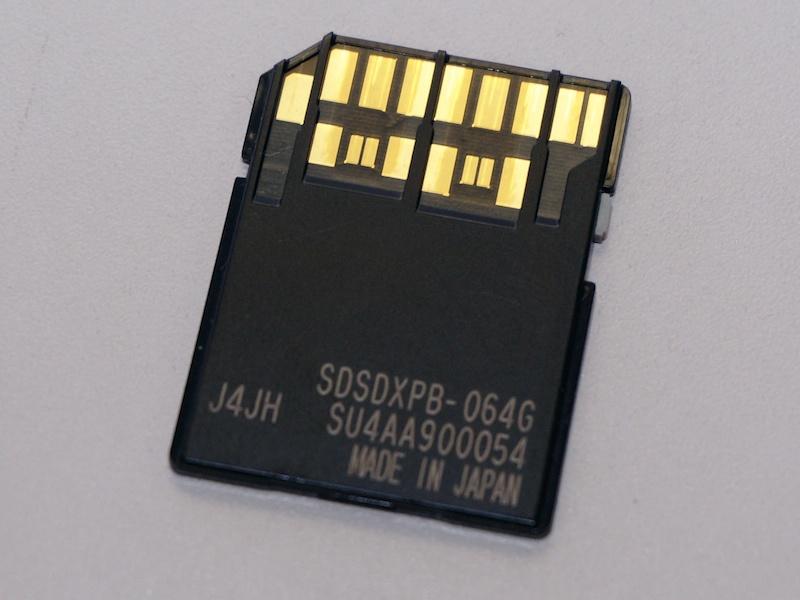 UHS-II対応SDカードの裏面