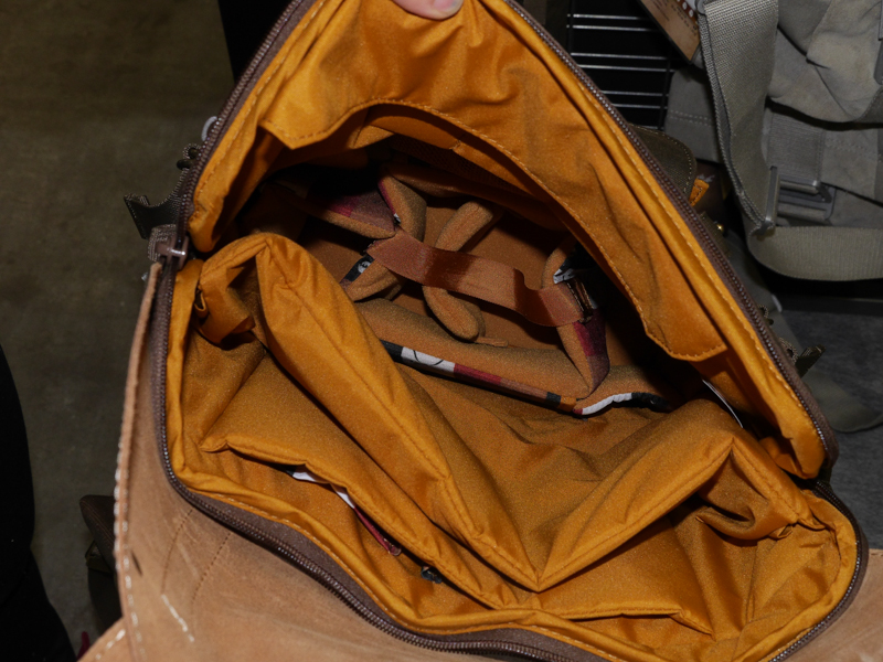 バックパックの内部。インナーケースが付属する