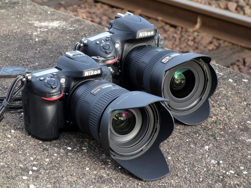 手前は「D7100+AF-S NIKKOR 28-300mm F3.5-5.6 G ED VR」。その奥は「D800+AF-S NIKKOR 16-35mm F4 G ED VR」。