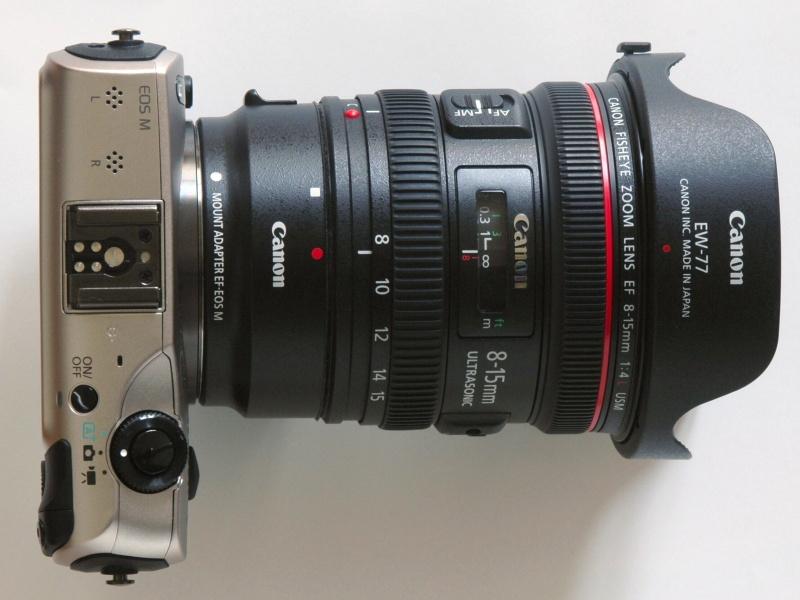 EOS MにマウントアダプターEF-EOS Mを介してEF 8-15mm F4 L フィッシュアイUSMを装着したところ。EFレンズの中では、中望遠よりも長いレンズだけでなく、このようなレンズを使ってみるのも面白い。