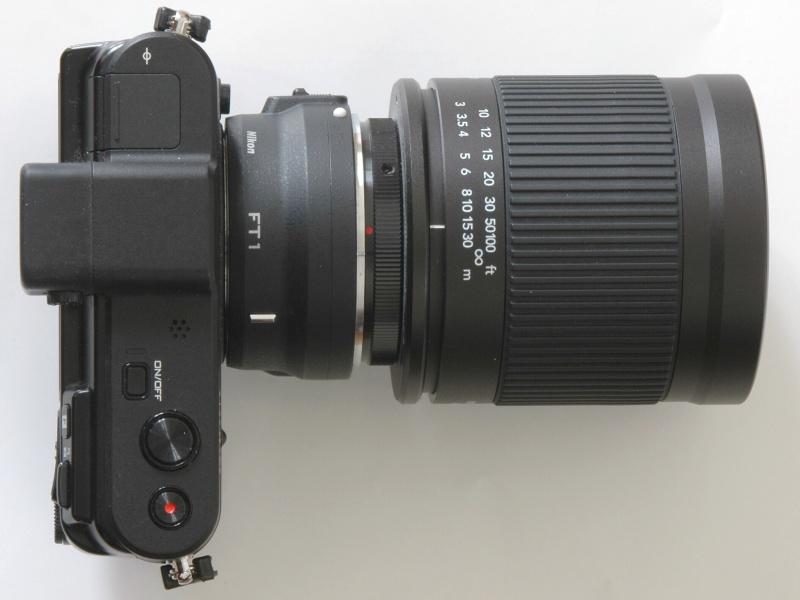 Nikon 1 V1にマウントアダプターFT1を介してケンコーMCミラーレンズ400mm F8を装着したところ。35mm判フルサイズ換算で、1080mmの超望遠レンズとなる。