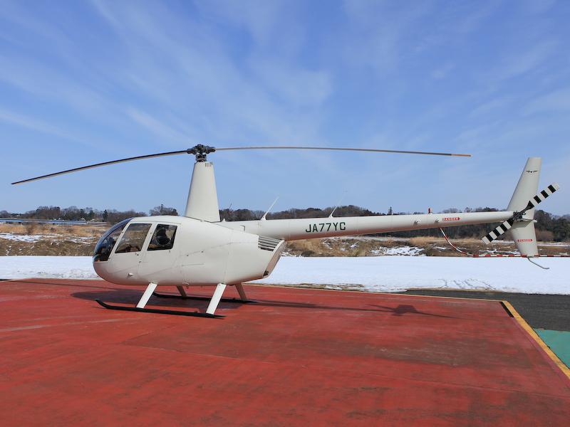 今回のツアーで使用されるヘリコプター。比較的小型のため座席と窓が近く視界が良いとのこと。