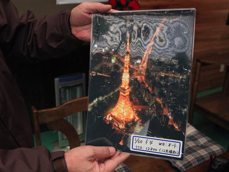 撮影前講義を行なう場所(左)。加藤氏の作例を見ながら撮り方の講義を受けられる(右)。