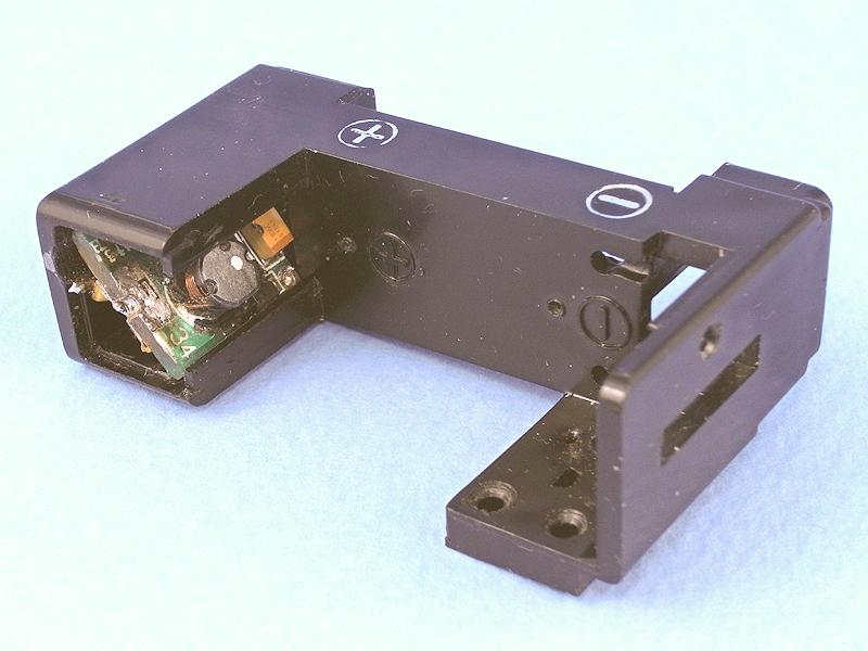 何とか昇圧回路をボディにすっぽり収めることができた。