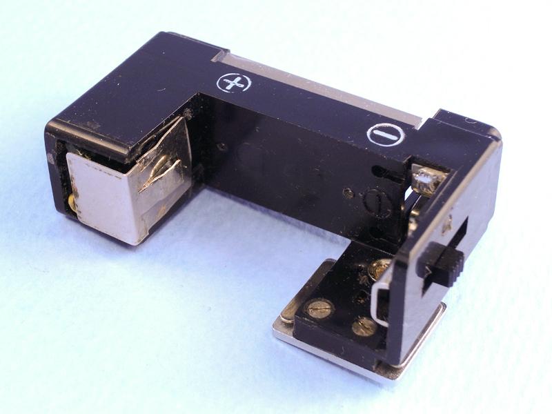 接点と回路を、あらためて本体に組み込むとこのようになる。