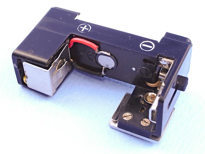 全ての部品が何とか綺麗に収まった! PEN-FLASH本体にLEDライト、電子回路、スイッチの全てが内蔵されている。