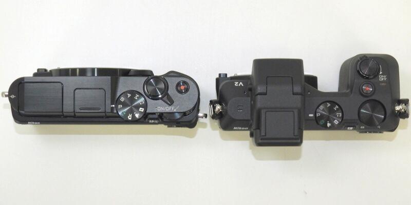 Nikon 1 V2(右)との比較