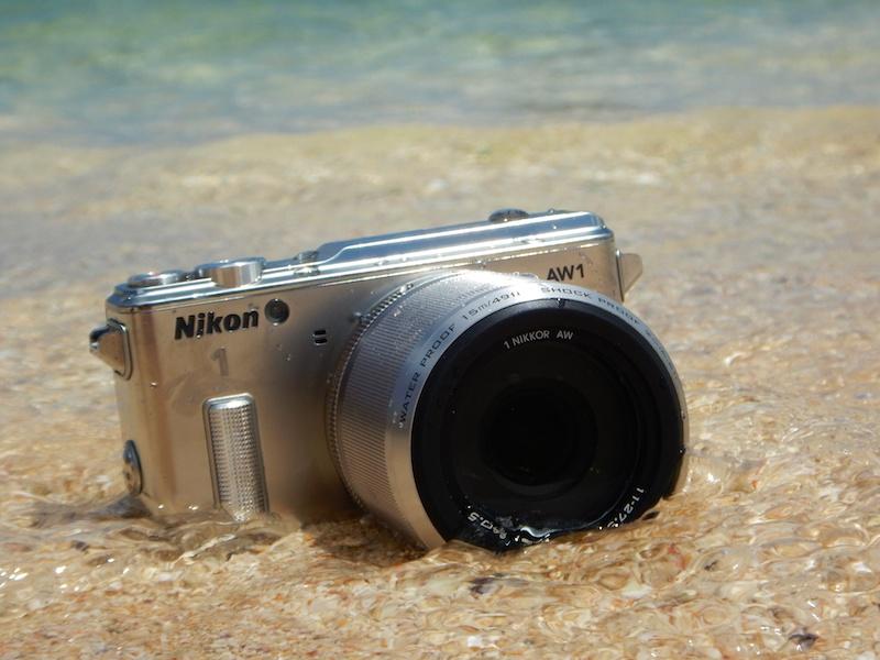 Nikon 1 AW1は、レンズ交換式デジカメなのに水中撮影がOK。今回、初めて海に持ち込むときは緊張した