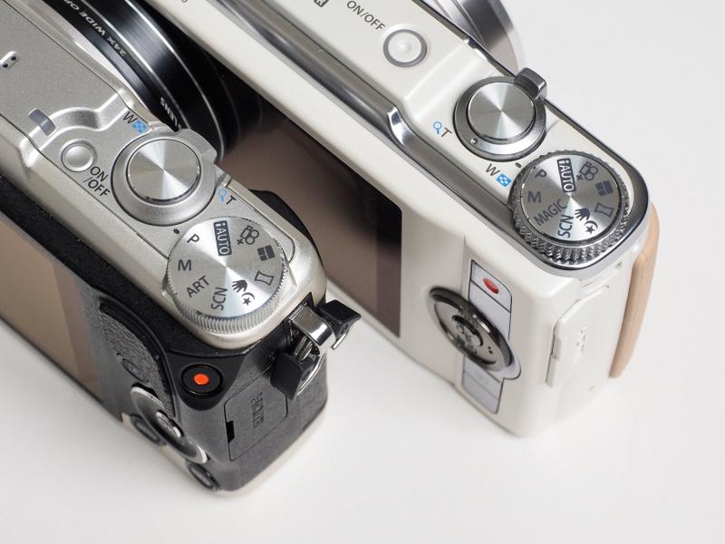 SH-1とSH-60では、細部の仕上げや、ボタンの配列、モードダイヤルの機能など、比べると随所に変更点を見ることができる。