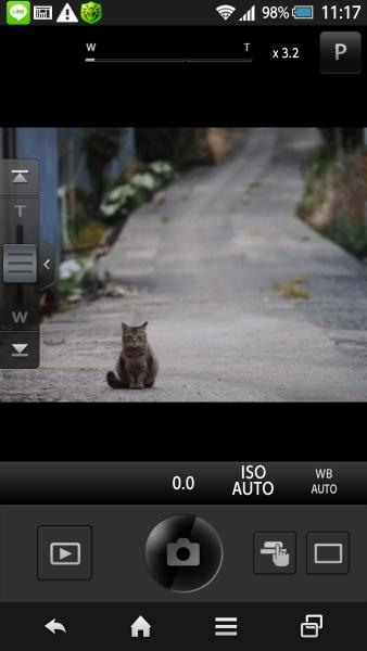 スマートフォンからリモートでカメラをコントロールできる。ズームや、撮影モード、ホワイトバランスなどさまざまな設定を操作可能。ライブビューをみながらシャッターを切ることができる。